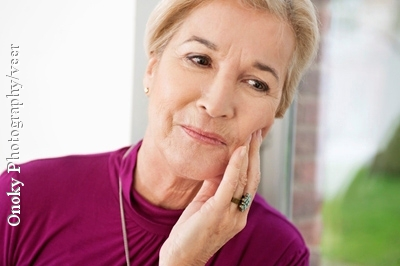 Bei Zahnschmerzen eignen sich Hausmittel gut, um die Zeit bis zum Zahnarztbesuch zu überbrücken.